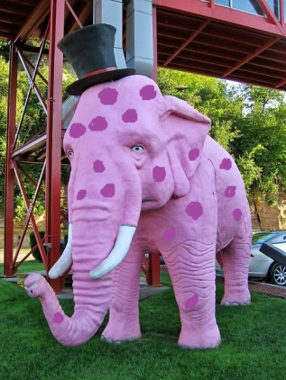 the-pink-elephant-marquette-statue